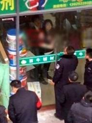 江西男子先后挟持3人 与警方对峙现场