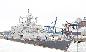 美海军最新战舰首航遭冰封  春天才能启航