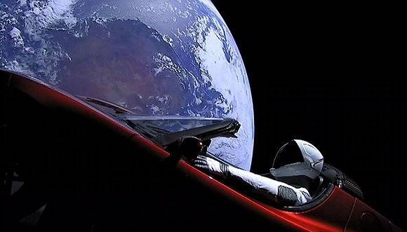 除了特斯拉跑车,人类还往太空发射过《花花公子》和骨灰
