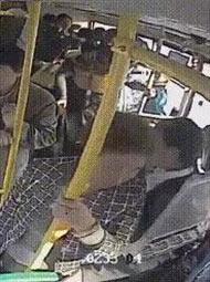 """这辆公车上藏了11个贼width=""""190"""""""