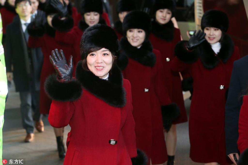 当地时间2018年2月12日,韩国首尔,2018平昌冬奥会,玄松月率朝鲜艺术