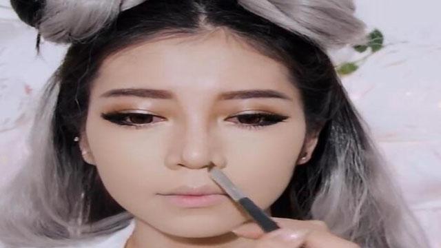 """日本网红美女手把手教你化""""美""""妆"""