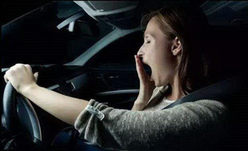 这个时间不要开车上高速 看完真相惊出冷汗!