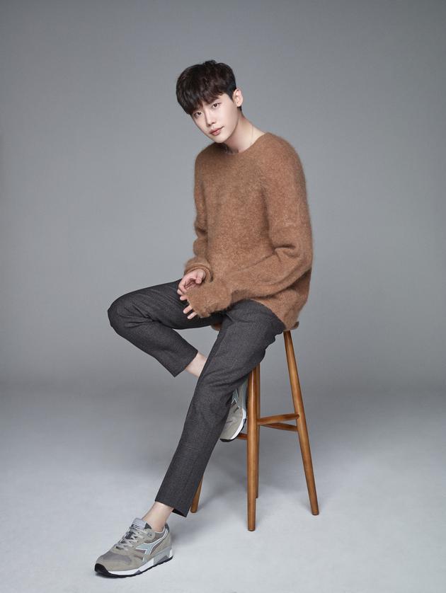 李钟硕将零片酬出演新剧 支持《沉睡时》导演