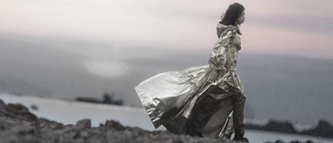 宋茜《屋顶着火》MV浴火而出 点燃冰与火的爱情传说