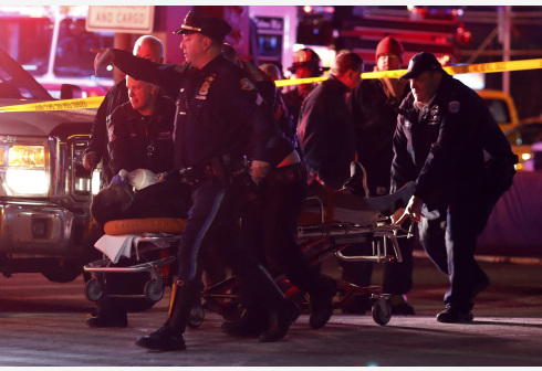 载6人直升机在纽约坠河致2人死亡 多人情况危急