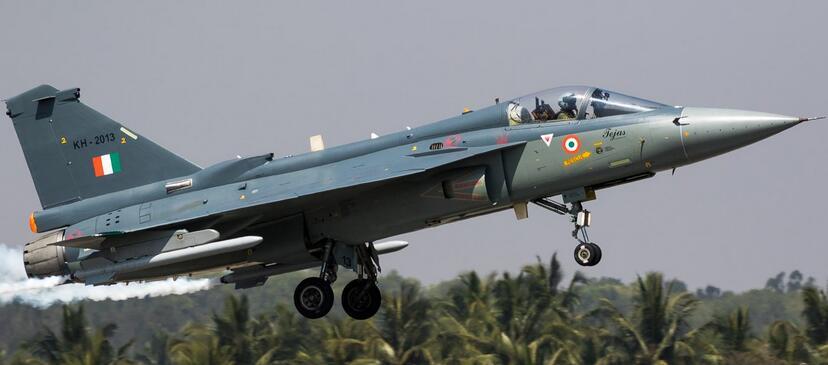 """印度LCA将变身小号""""阵风"""" 歼10强敌黯然退场"""