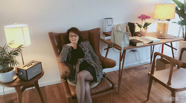 44岁袁立搬进新豪宅 穿黑丝袜尽显御姐范儿