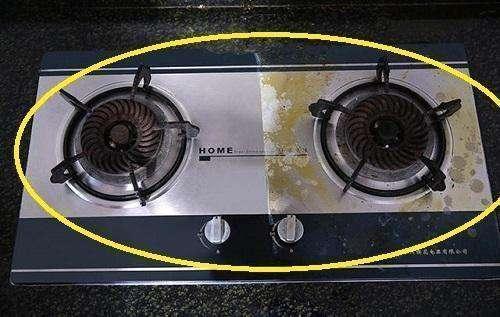 家里煤气灶别用布擦!一把吹风机3分钟搞定