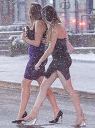 大雪中,数千人庆祝春天里的节日