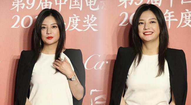 赵薇亮相导协提名晚宴 红唇披西服变霸道女总裁