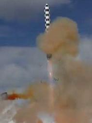 """俄罗斯""""萨尔马特""""重型洲际导弹试射画面"""