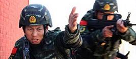 """反恐精英!实拍中国武警猎鹰突击队击毙""""恐怖分子"""""""