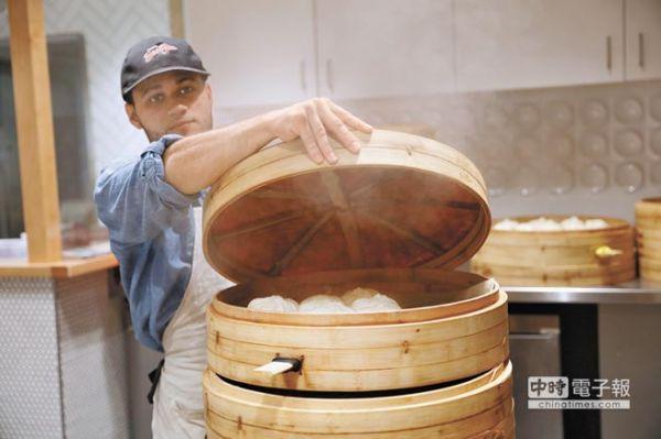 中国包子店开到哈佛大学门口 老外连吃4个不过瘾