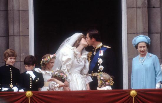 英国查尔斯王子和戴安娜王妃的婚礼-一场婚礼花2.5个亿,钱都砸哪儿了