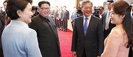 朝韩领导人夫妇合影 金正恩说了一句话引全场大笑
