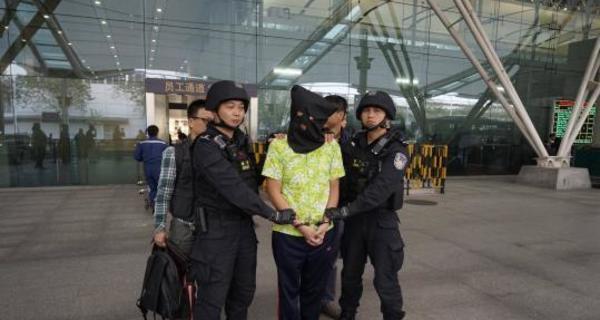 广东警方摧毁跨国贩毒团伙,缴1.3吨毒品案值10亿