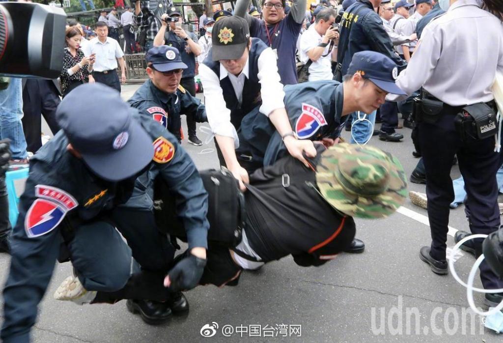 八百壮士强攻台湾立法机构一幕