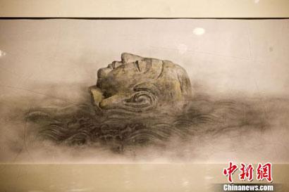 """老画家声泪俱下_天龙山石窟流失海外佛像""""重现故里"""""""