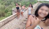 女生在铁路桥上自拍 桥突然垮塌致3人从高空坠下