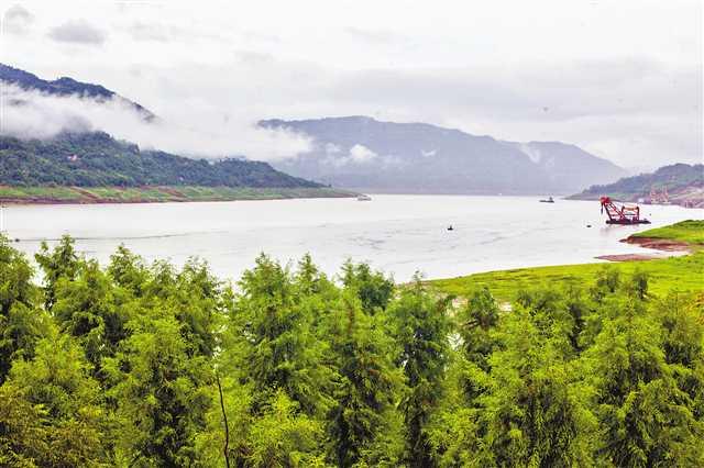 三峡水库水位消落 - 点击图片进入下一页