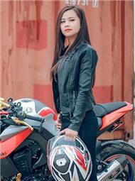 越南女交警是摩托车特技高手