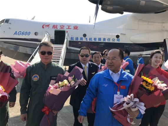 首飞成功标志中国大型飞机制造由改进向自主设计制造阶段的巨大飞跃.