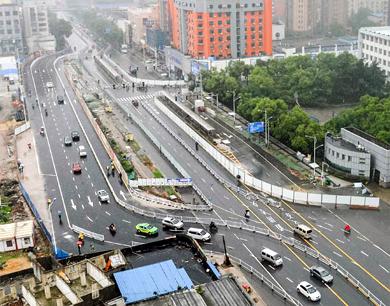 南昌地铁4号线财经分校站开始围挡施工(图)