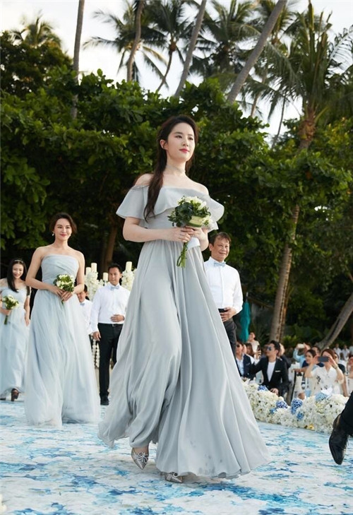 颖儿大婚将至 新娘伴娘都有瓷感美肌