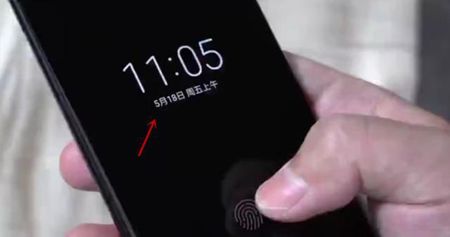 小米8真机演示曝光!屏下指纹+息屏显示