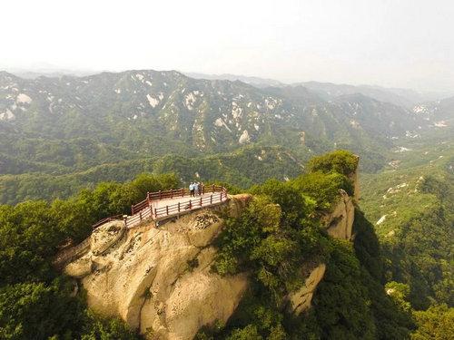即日起到6月30日 神灵寨对所有达到法定退休年龄的游客免门票