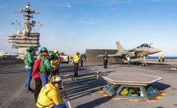 """法国舰载机蹭美国航母 俄罗斯:我们也想去中国"""" width="""