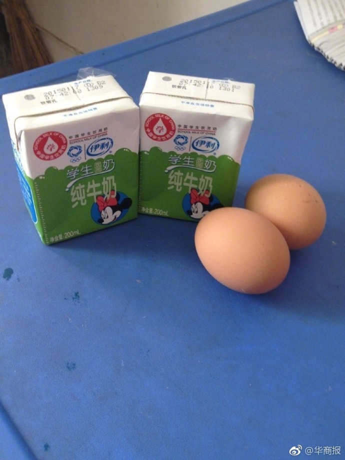 陕西蛋奶工程遇尴尬:学生蛋奶吃腻了 拿鸡蛋当球踢