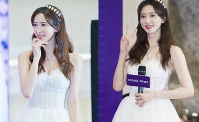 520林志玲穿白纱似新娘 无名指戴大钻戒幸福甜笑