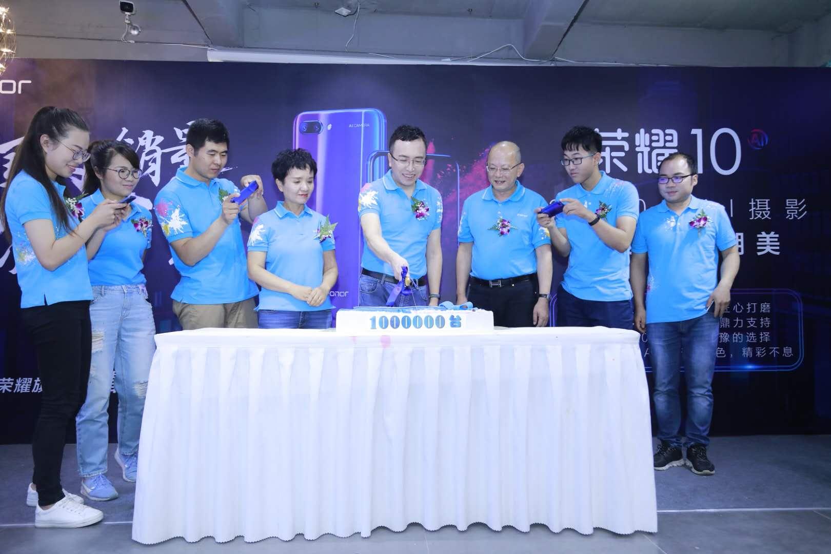 """荣耀10销量破百万:下个月发的新旗舰将有""""很吓人的技术"""""""