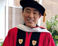 美国波士顿大学授予张艺谋人文艺术荣誉博士学位