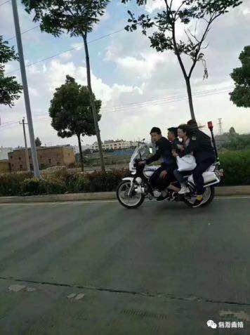 城管3男1女骑一辆执法摩托被开除 5名相关领导受处分