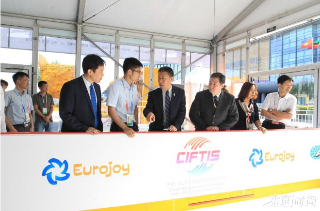 第五届体服研讨推介会举行  全球体育大咖聚焦冰雪运动