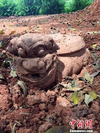"""泸州纳溪发现清代稀有""""狮头龟身""""柱础_疑为古寺残件"""