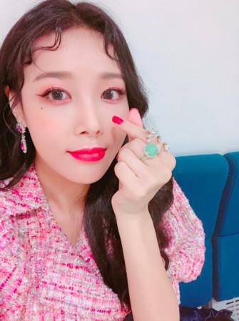 WonderGirls前成员宥斌回归 送粉丝70份大牌彩妆_彩妆|大牌