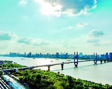 今日武汉:长江二桥建成通车23周年 三镇交通一线牵
