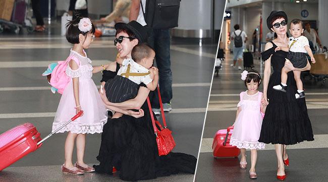 阔太金巧巧儿女双全 单手抱娃女儿粉嫩似公主