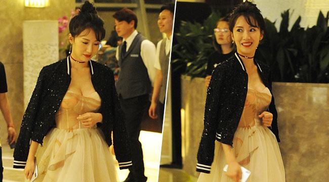 阔太李念现身上海酒店:白纱长裙气质高雅