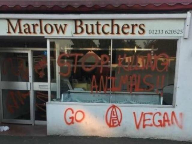 心疼!肉铺被素食主义者围攻 寻求警方保护