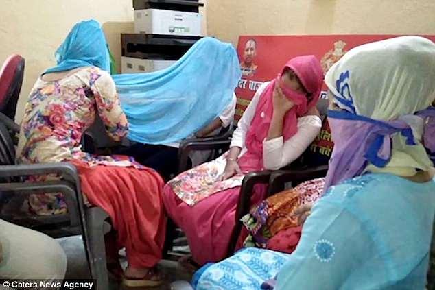 印度男子禁止妻女穿牛仔裤 被妻女雇凶杀害