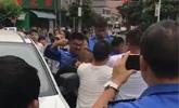 多名城管当街围殴一男子 5名城管被拘留