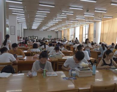 暑假不休假 南昌各高校不少学子备战考研