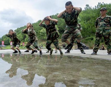 新余:暑假学生来到户外 锻炼体魄磨练意志