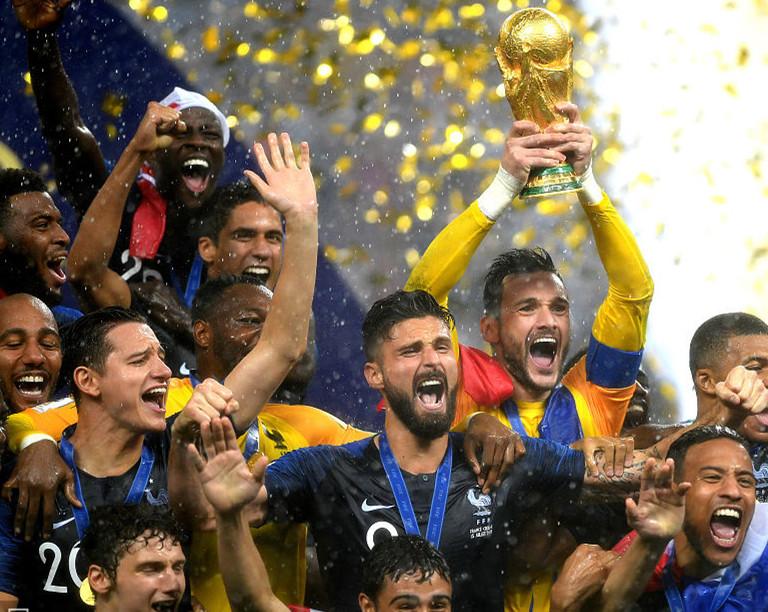 法国时隔20年世界杯再夺冠!