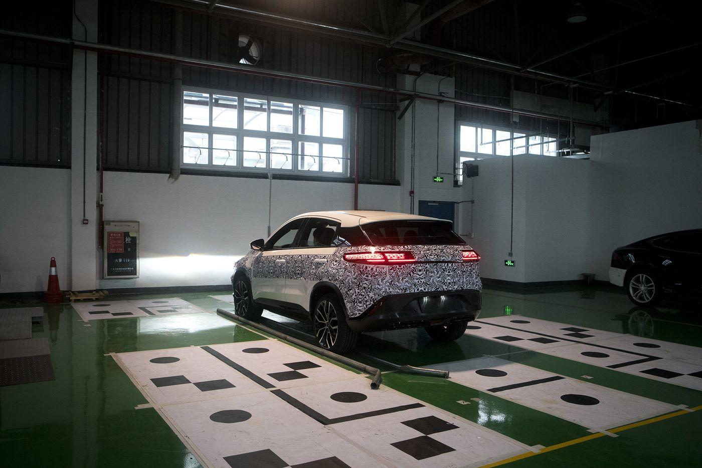 大卫迎战歌利亚 小鹏汽车能抢在特斯拉新工厂前开售吗?